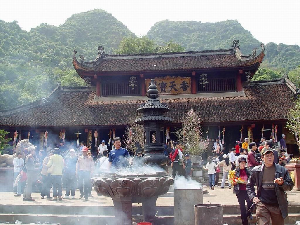 Tour Du lịch tham quan Hà Nội – Chùa Hương 1 Ngày