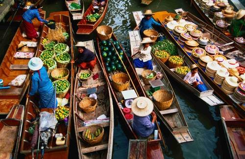 Trải nghiệm cuộc sống hấp dẫn tại chợ nổi Thái Lan