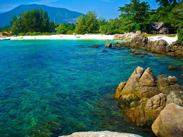 Khám phá vẻ đẹp muôn màu sắc của đảo san hô – đảo Koh Larn, Thái Lan