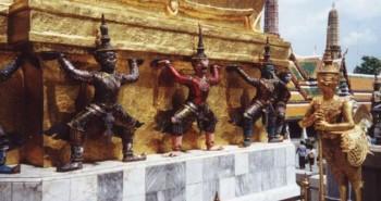Thăm quan ngôi chùa Wat Phra Kaew tại Thái Lan