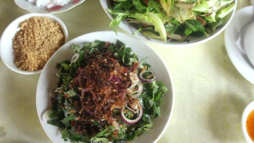 Thưởng thức món gỏi Cá Trích đặc sản tại Phú Quốc