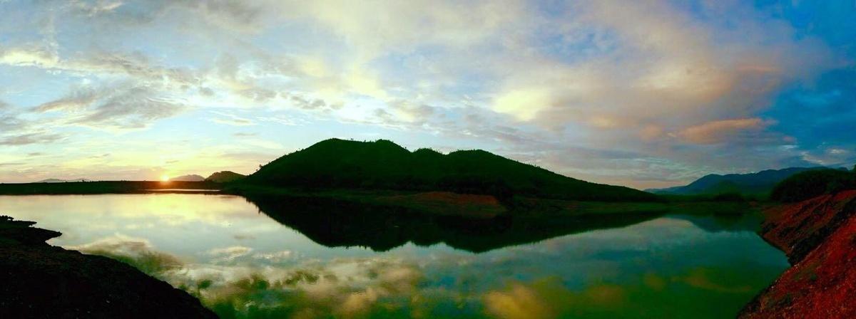 Ghé thăm thảo nguyên cỏ vàng của Đà Nẵng – Hồ Hòa Trung