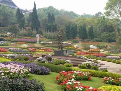 4782819-mae_fah_luang_garden_phra_that_doi_tung