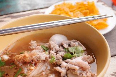 Bí quyết để ăn một bát súp mì Thái Lan ngon tuyệt cú mèo