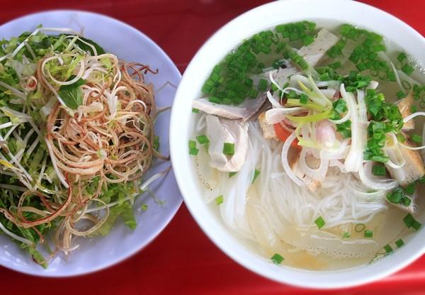 Top những món ăn hấp dẫn nhất khi du lịch biển Nha Trang
