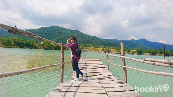 Hồ Đá Xanh mang cảnh thiên nhiên tuyệt đẹp