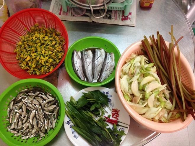 Về miền lũ thưởng thức ẩm thực cá linh nhúng giấm