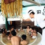 Nhật: Dịch vụ tắm trong tô mì khổng lồ ramen