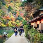 Đến Arashiyama, Kyoto ngắm lá đỏ vào mùa thu này
